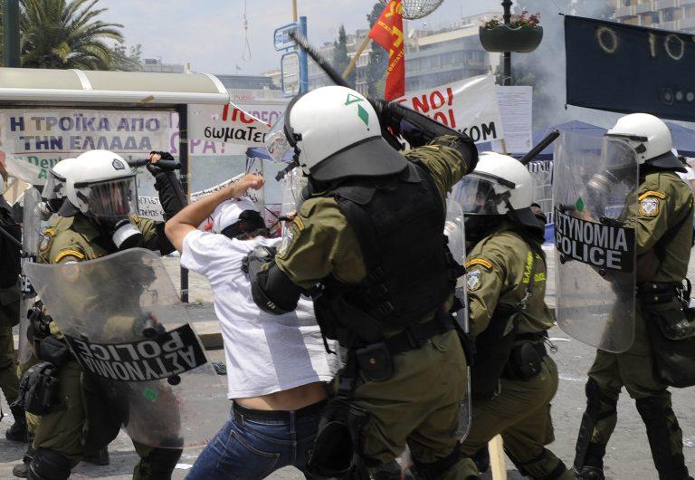 Υπερβολική βία αστυνομικών κατά διαδηλωτών στην Αθήνα καταγγέλλει η Διεθνής Αμνηστία   Newsit.gr