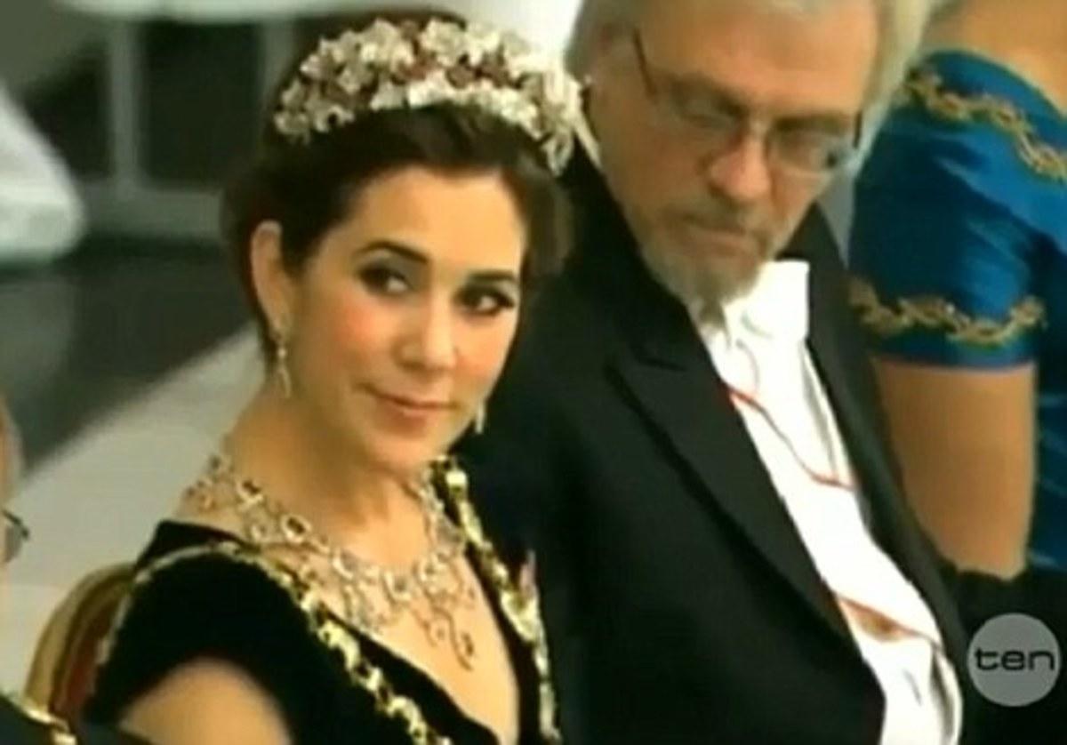 Τον έκαναν… τσακωτό! – Σύζυγος προέδρου θαύμαζε το στήθος της πριγκίπισσας! VIDEO   Newsit.gr