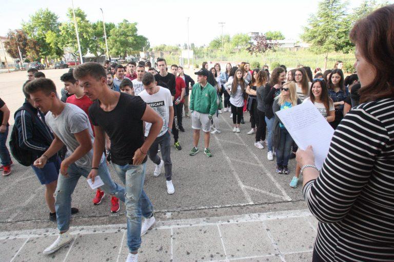 Πανελλήνιες 2016: Τι λένε οι μαθητές για τα θέματα σε Αρχαία και Μαθηματικά | Newsit.gr