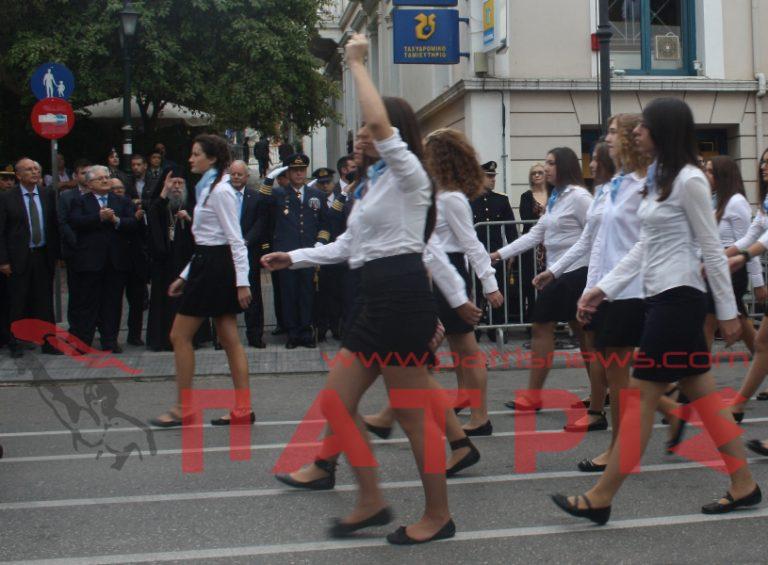 Νέο επεισόδιο στο… σήριαλ για τη μαθήτρια που ύψωσε τη γροθιά της   Newsit.gr