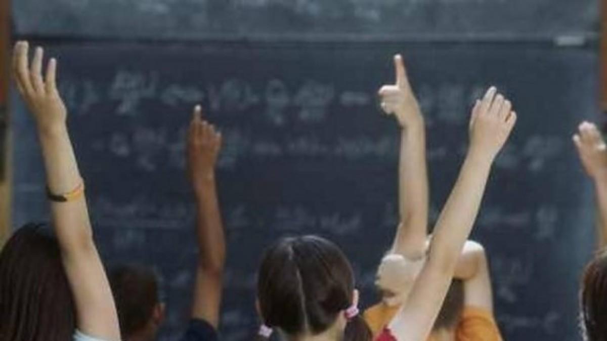 Μαθήτρια ξερίζωσε τα μαλλιά της καθηγήτριας της   Newsit.gr