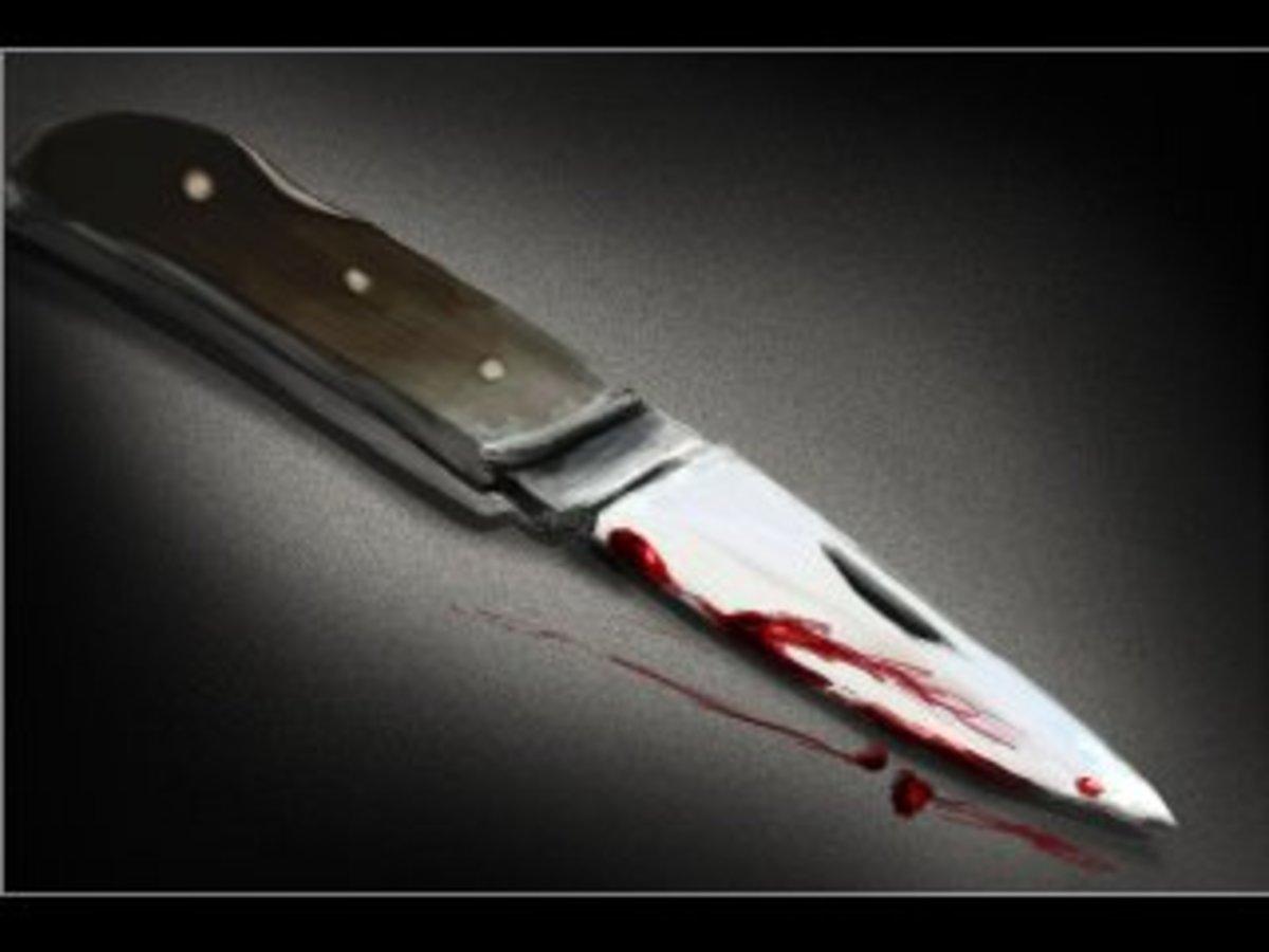 90χρονος επιχείρησε να αυτοκτονήσει μπήγοντας ένα μαχαίρι στην κοιλιά του! | Newsit.gr