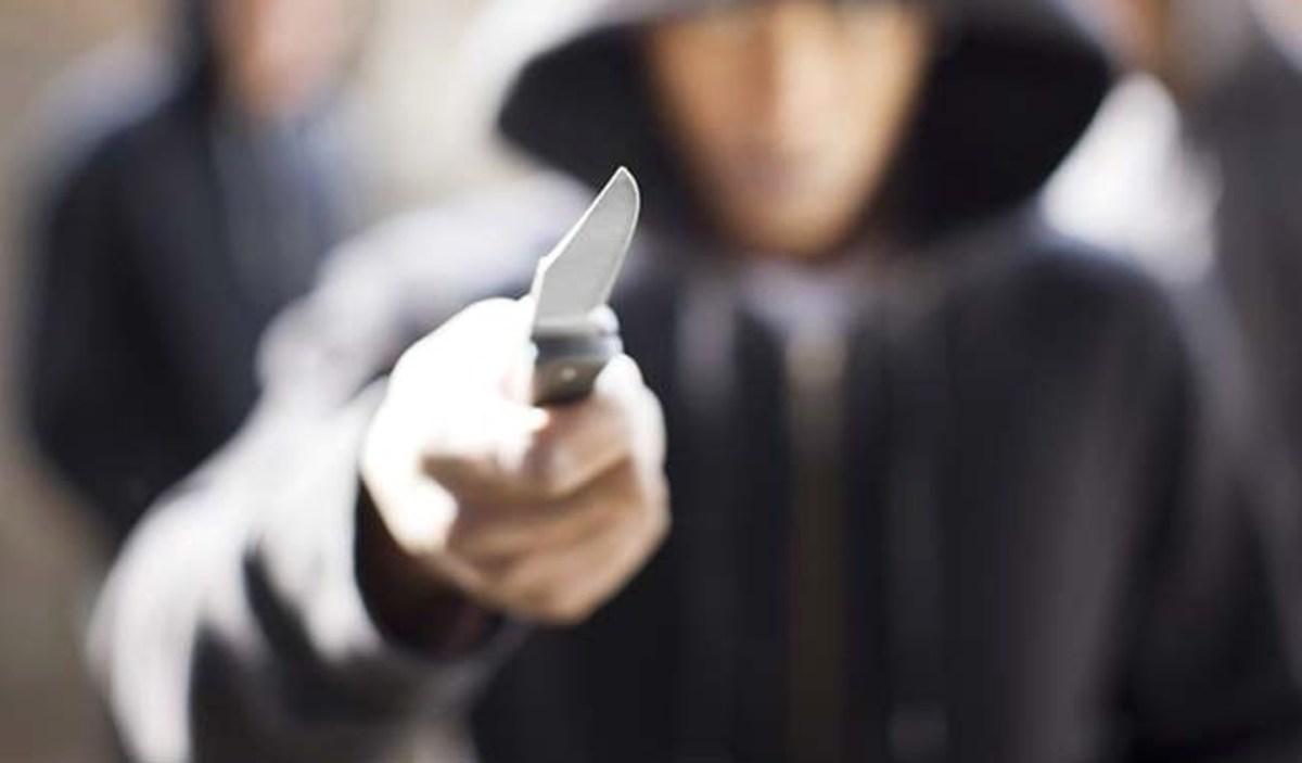 Βγήκαν μαχαίρια στα Σπάτα – Ένας τραματίας   Newsit.gr
