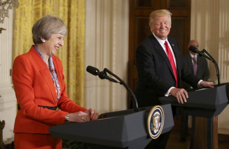 Τραμπ – Μέι για όλα! Πούτιν, εικονικό πνιγμό, Μεξικό και… Βασίλισσα Ελισάβετ!