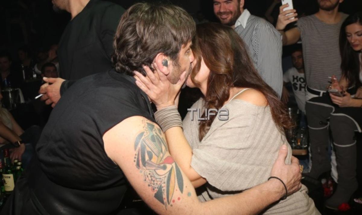 Σ. Αλιμπέρτη: Σπάνια βραδινή έξοδος και το φιλί στο στόμα με τον Μαζωνάκη! | Newsit.gr