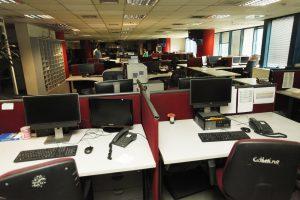 MEGA: Μέσα στα έρημα γραφεία! Άδειο από κόσμο και βουβό το Μεγάλο Κανάλι [pics]