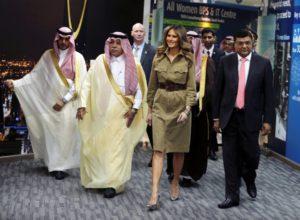 Μελάνια Τραμπ: Στηρίζει γυναίκες της Σαουδικής Αραβίας με εκπληκτικό στυλ! [pics]