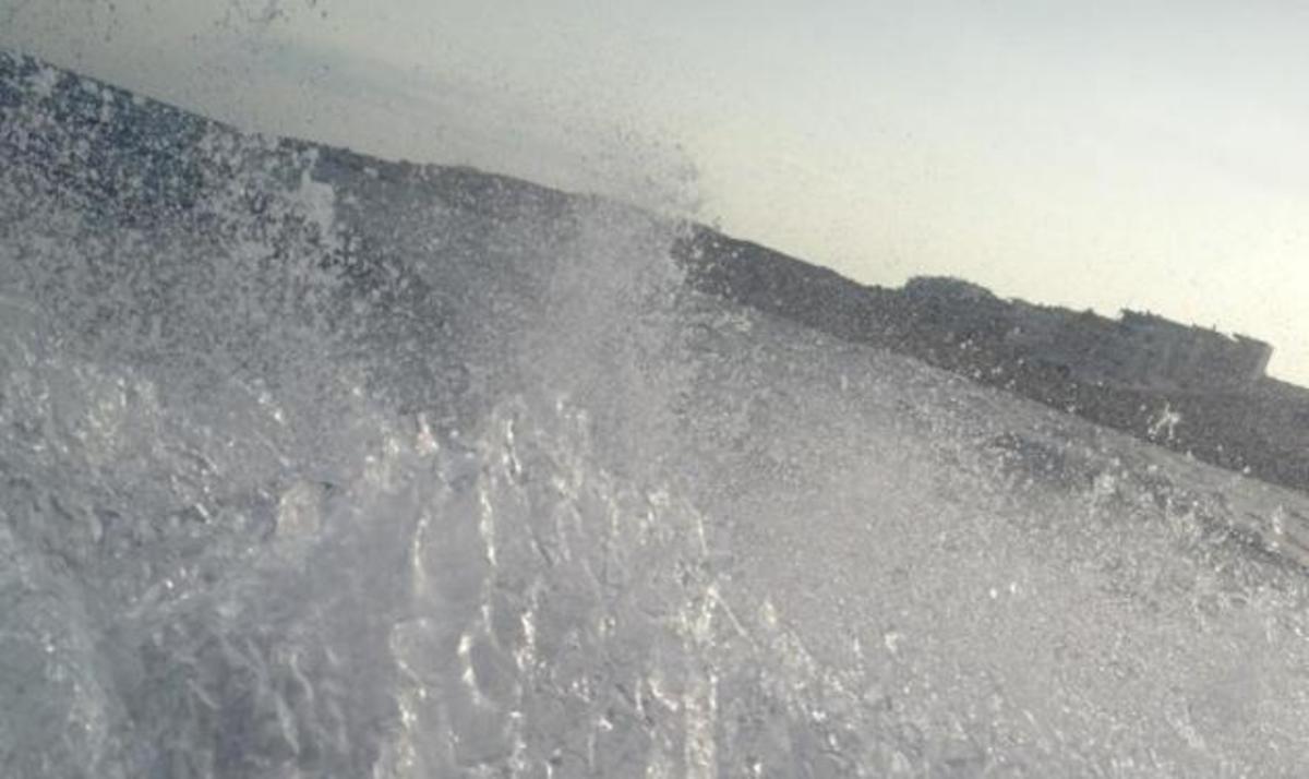 Ποια παρουσιάστρια απολαμβάνει σήμερα το μπάνιο της στην παραλία;   Newsit.gr