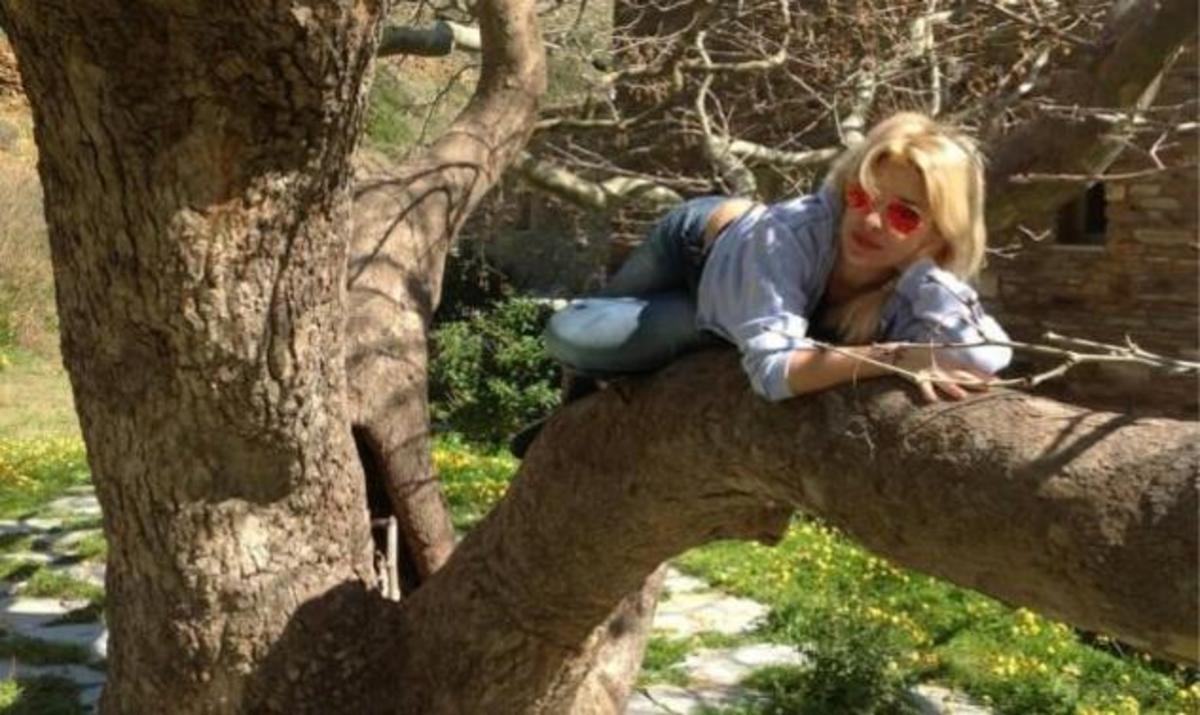 Ε. Μενεγάκη: Κυριακάτικη εξόρμηση στην εξόχη! Φωτογραφίες | Newsit.gr