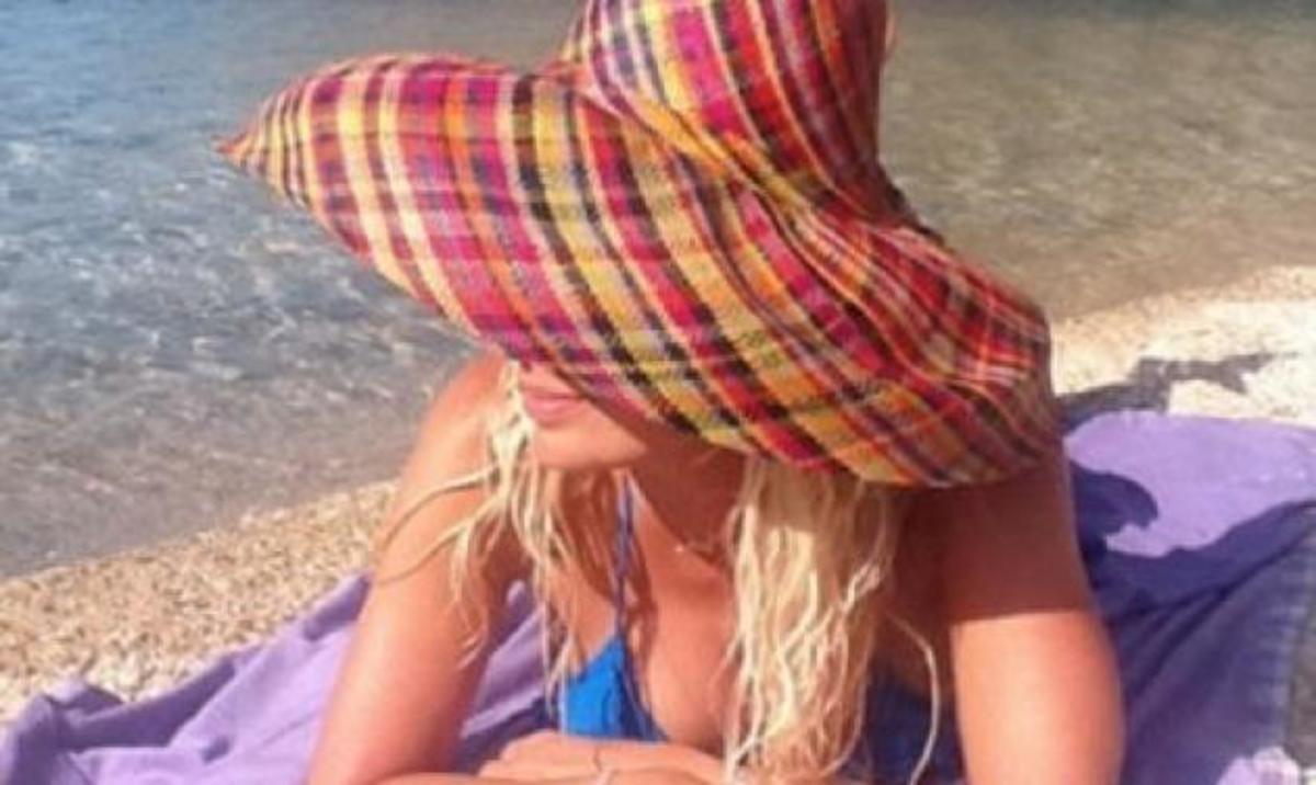 Ε. Μενεγάκη: Έχει ξετρελαθεί με το instagram! Δες φωτογραφίες που ανέβασε με τα αγαπημένα της πρόσωπα!   Newsit.gr