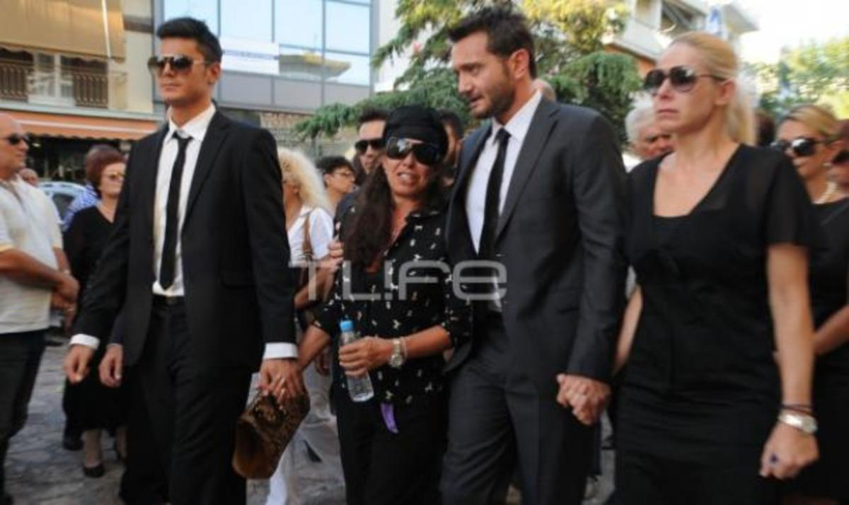 Μ. Μενιδιάτης: Πλήθος κόσμου στην κηδεία για το τελευταίο αντίο   Newsit.gr