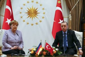 Μυστήριο με την συνάντηση Μέρκελ – Ερντογάν πριν το δημοψήφισμα