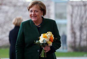 Σήμερα Μέρκελ και Σόιμπλε αγαπούν την Ελλάδα και την θέλουν στην ευρωζώνη
