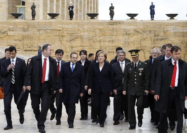 Στην Τουρκία η Μέρκελ – Ψυχρές οι σχέσεις των δύο χωρών | Newsit.gr
