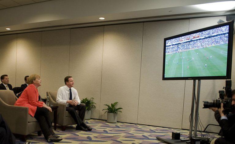 Μέρκελ και Κάμερον άφησαν τη σύνοδο των G20 για να δουν Μουντιάλ   Newsit.gr