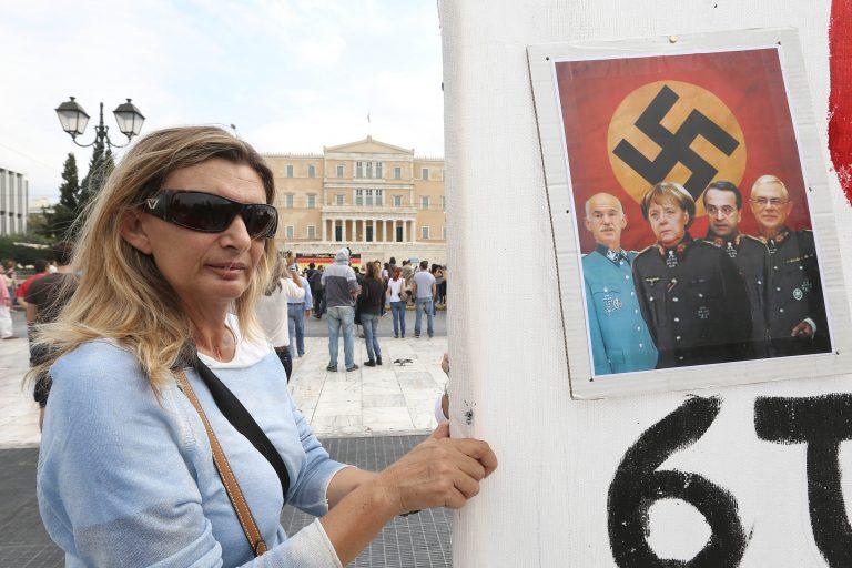 Γιούνκερ: Με τρόμαξαν τα πανό των Ελλήνων με τη Μέρκελ ναζί – Φταίνε και οι Γερμανοί | Newsit.gr
