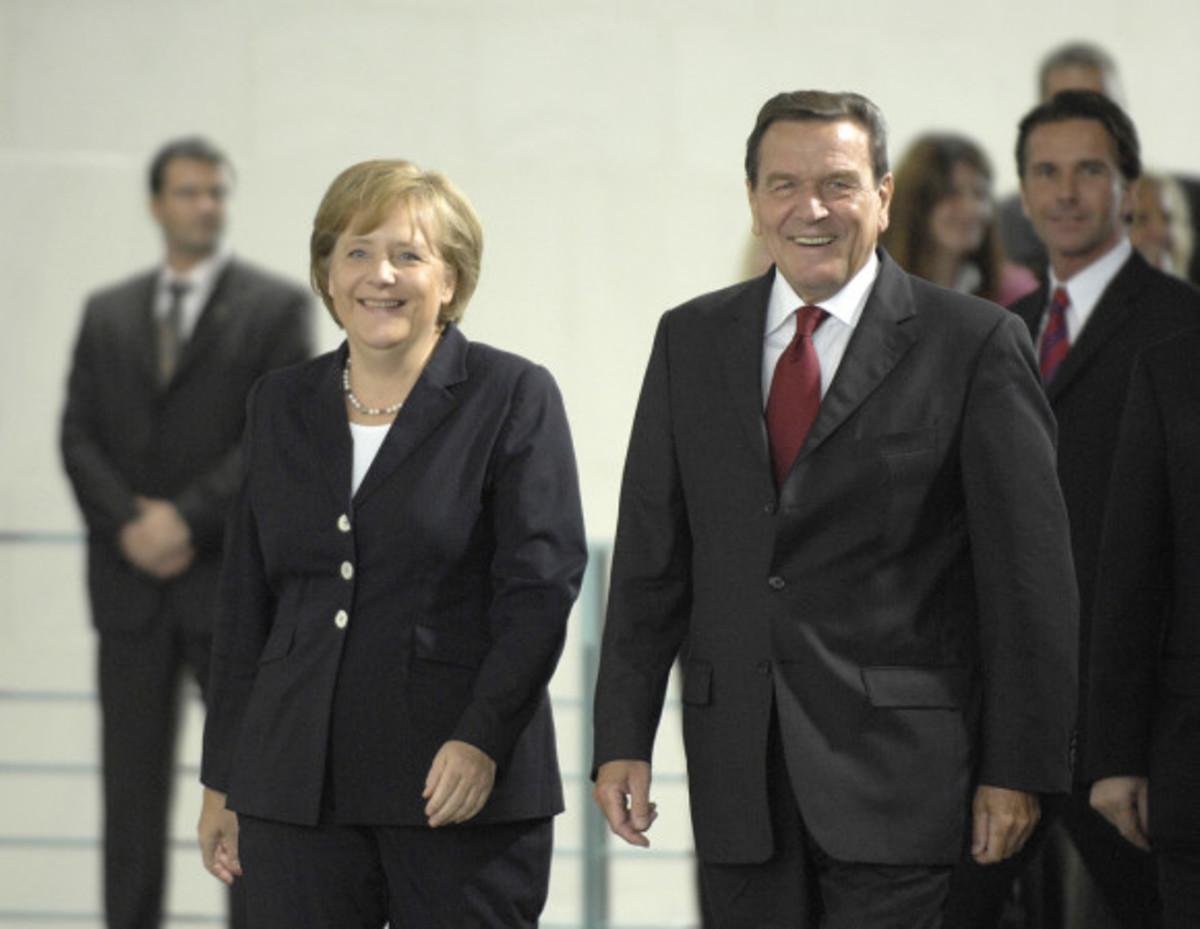 Σρέντερ υπέρ Ελλάδας: Τρικυμία εν κρανίω η Μέρκελ | Newsit.gr
