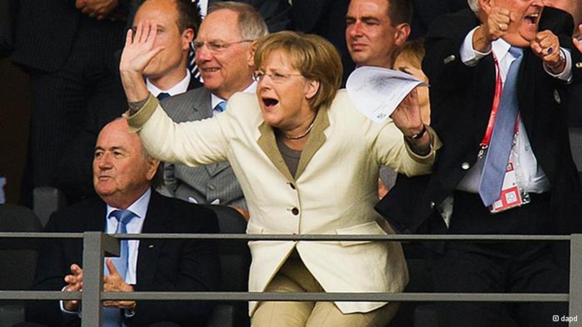 Όταν η Μαντάμ πάει γήπεδο… – φωτο   Newsit.gr