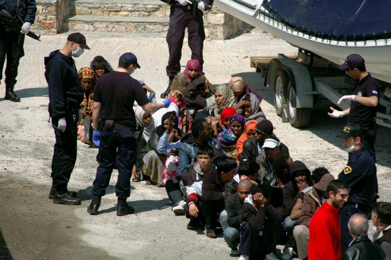 Σάμος: Πυρ και μανία για τη μεταφορά 56 μεταναστών! | Newsit.gr