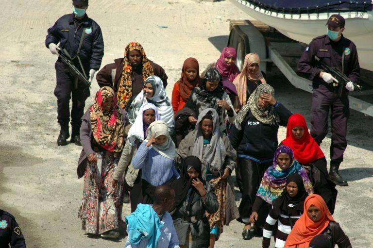 Πέρασαν στην Τήλο με ξύλινο σκάφος 123 λαθρομετανάστες | Newsit.gr