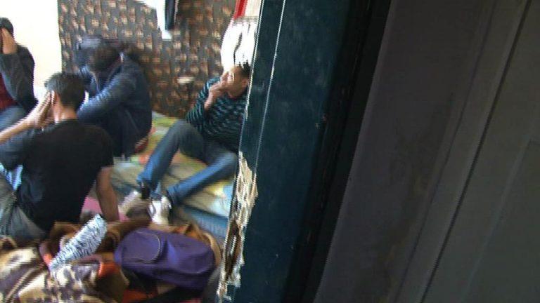 ΣΟΚΑΡΙΣΤΙΚΕΣ εικόνες από τις τρώγλες που νοίκαζαν σε μετανάστες – ΦΩΤΟ και VIDEO | Newsit.gr