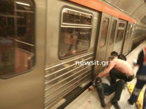 """Σοκ στον σταθμό """"Αιγάλεω"""" του μετρό! Συρμός παρέσυρε άνδρα [pics]"""