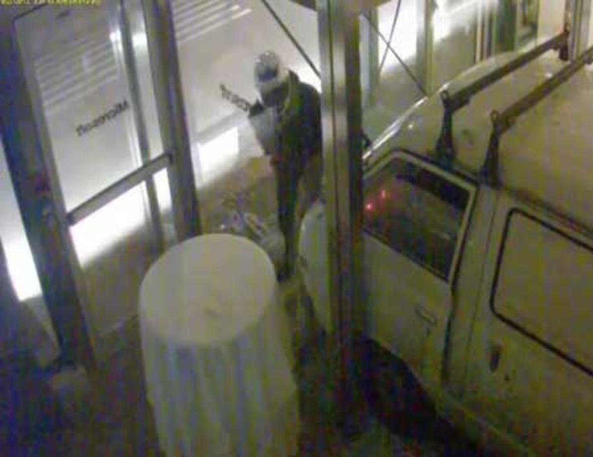 Καρέ – καρέ το βίντεο ντοκουμέντο από την εμπρηστική επίθεση στην Microsoft – Τι κατέγραψαν οι κάμερες! | Newsit.gr