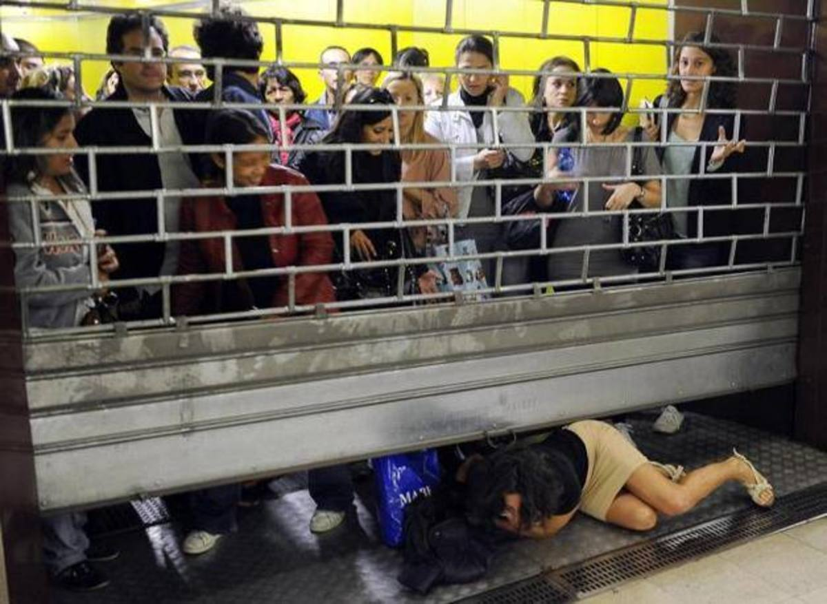Σκηνές πανικού στο μετρό του Μιλάνου – Έτρεχαν να προλάβουν το τελευταίο τρένο ΦΩΤΟ | Newsit.gr