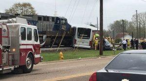 Σύγκρουση τρένου με λεωφορείο στις ΗΠΑ! Τουλάχιστον τρεις νεκροί, πολλοί τραυματίες