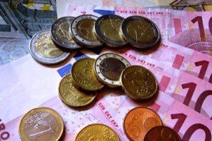 Νέα απογοητευτικά στοιχεία για το ωρομίσθιο στην Ελλάδα – Στο μισό από τον μέσο όρο της Ευρωζώνης