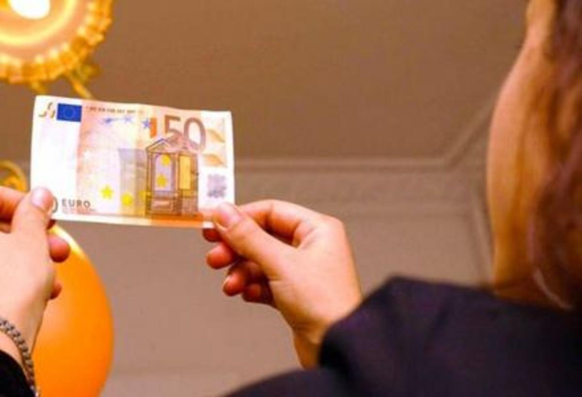 Η Ελλάδα έγινε Βουλγαρία- Κατώτατος μισθός 511 ευρώ- Βάση για σύνταξη τα 350 ευρώ και επίδομα ανεργίας 359 ευρώ | Newsit.gr