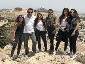 Ο Κυριάκος και τα κορίτσια του στο Φιλοπάππου! [pics]