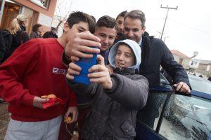 Η selfie του Κυριάκου Μητσοτάκη στη Μόρια – Επίθεση στην κυβέρνηση, μήνυμα στην Τουρκία [pics]