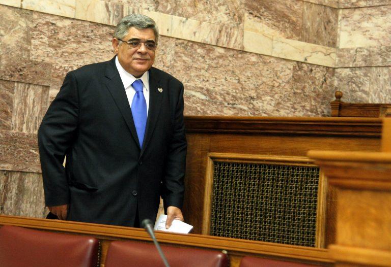 Στη Βουλή η μήνυση της Χρυσής Αυγής κατά Βενιζέλου-Παπακωνσταντίνου   Newsit.gr