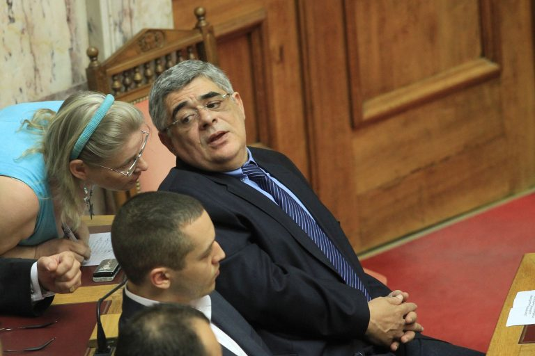 H αμηχανία Μιχαλολιάκου και το… ανοιχτό μικρόφωνο -Video | Newsit.gr