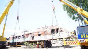 Εκτροχιασμός τρένου: Απομακρύνθηκε η μηχανή από το σημείο της τραγωδίας [pics, vid]