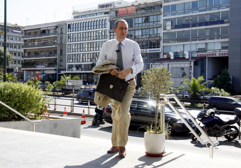 ΝΔ: Οι προσλήψεις στο δημόσιο παραβιάζουν το νόμο και το Σύνταγμα   Newsit.gr
