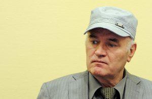 Στην τελική ευθεία η δίκη του Μλάντιτς – Διώκεται και για τη σφαγή στη Σρεμπρένιτσα