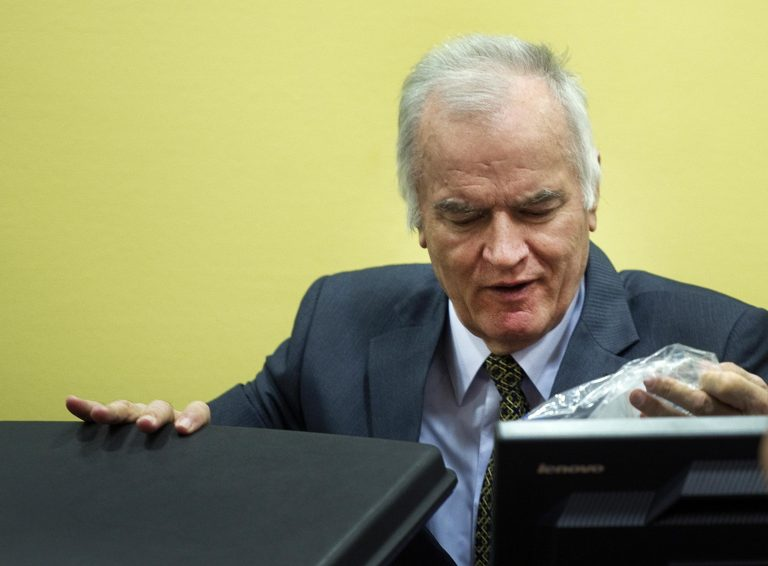 Ξεκίνησε η δίκη Μλάντιτς στο ΔΠΔ | Newsit.gr
