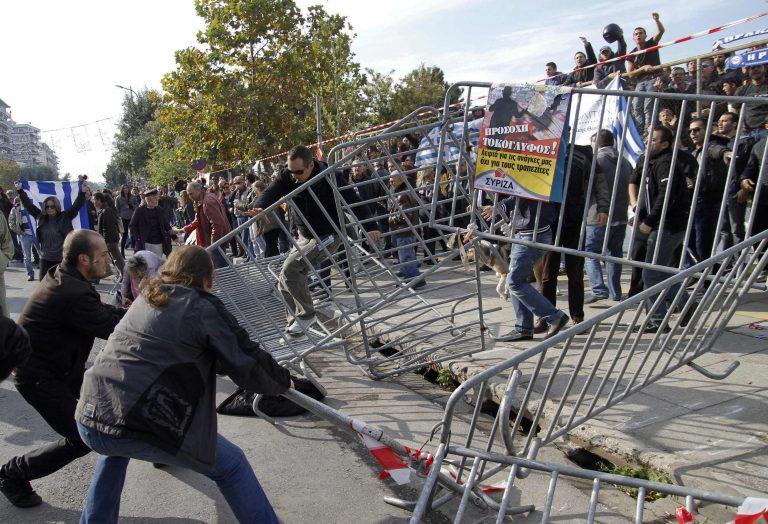 Τα επεισόδια στις παρελάσεις κάνουν τον γύρο του κόσμου | Newsit.gr