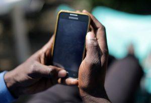 Η χρήση κινητών τηλεφώνων βλάπτει σοβαρά την οικογενειακή ζωή