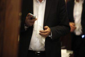 Τηλεφωνητής παρουσίασε καρκίνο και αποζημιώνεται για υπερβολική χρήση κινητού τηλεφώνου