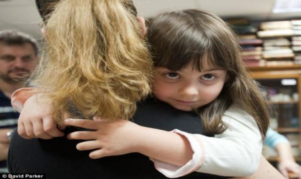 Daily Mail: «Οι Ελληνίδες μητέρες πουλάνε τα παιδιά τους»   Newsit.gr