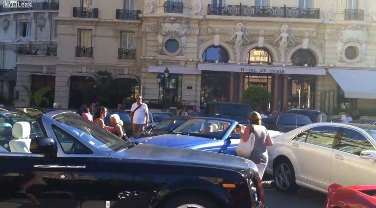 Αγάπη μου τράκαρα τη Bentley μας με μια Ferrari,μια Porsche,μια Aston Martin και μια Mercedes!   Newsit.gr