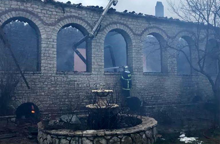 Σε εξέλιξη οι έρευνες για τα αίτια της φωτιάς στην μονή της Βαρνάκοβας  c91ab8a070a