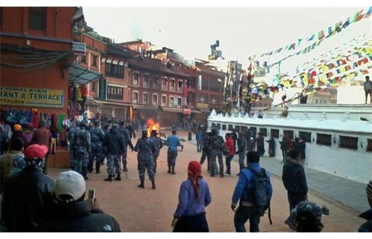 Σοκαριστική φωτογραφία: Μοναχός αυτοπυρπολείται και τυλίγεται στις φλόγες! | Newsit.gr
