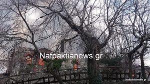 Στις φλόγες η Ιερά Μονή Βαρνάκοβας – Συγκλονιστικές εικόνες [pics, vid]