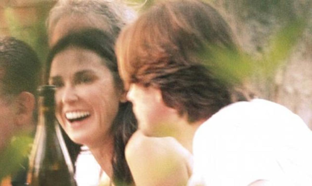 D. Moore: Με νέο σύντροφο μετά τα καυτά φιλιά του A. Kutcher στην M. Kunis! | Newsit.gr