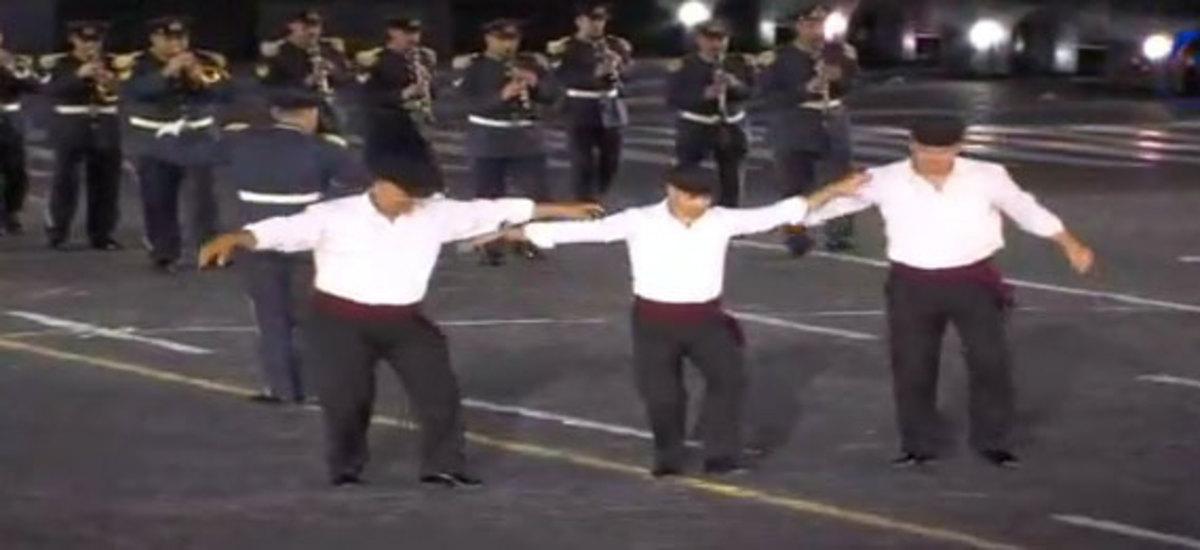 Η Κόκκινη Πλατεία χόρεψε… συρτάκι! Δείτε video! | Newsit.gr