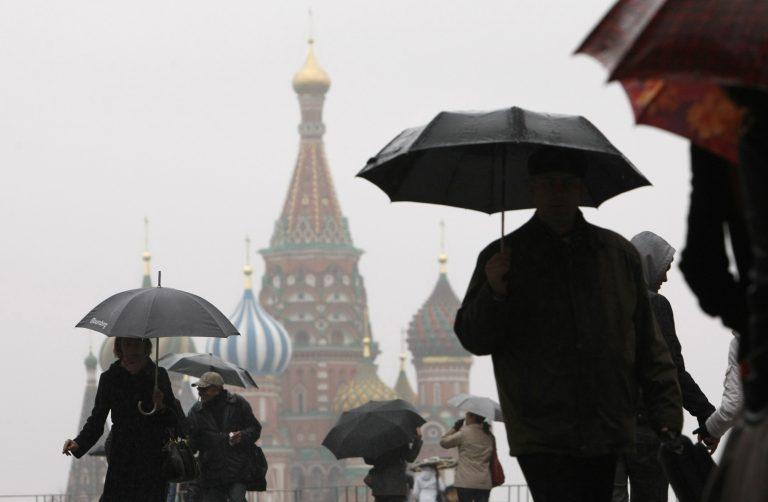 Μόσχα: Πέταξε δίδυμα κοριτσάκια από τον 8ο! | Newsit.gr